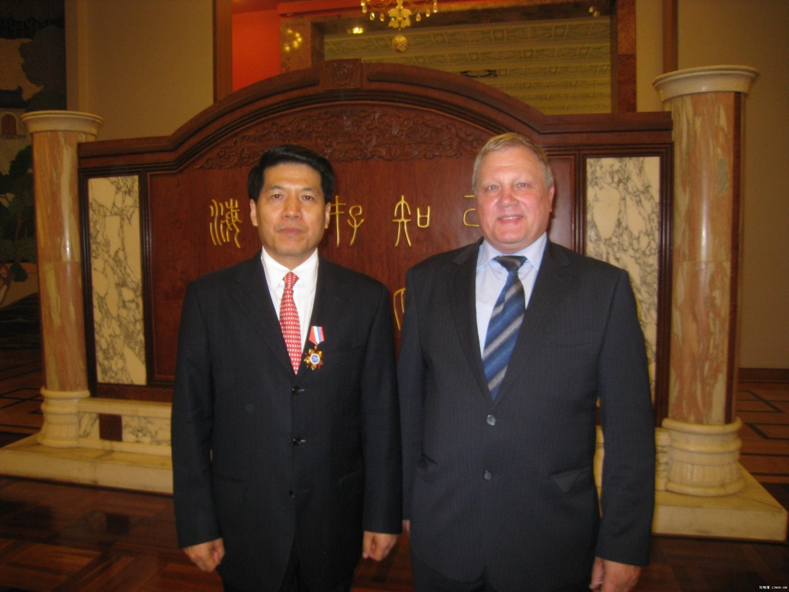 原创:在大使馆里的国庆63周年招待会 - lliiang1017 - 燕山红场的博客